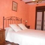 Habitación con cama de matrimonio de 1.50 cm